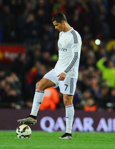 Cristiano Ronaldo Photos - Cristiano Ronaldo of Real Madrid CF looks dejected during the La Liga match between FC Barcelona and Real Madrid CF at Camp Nou on March 2015 in Barcelona, Spain. - FC Barcelona v Real Madrid CF - La Liga World Best Football Player, Real Madrid Football Club, Football Players, Football Fans, Soccer Stars, Soccer Boys, Star Sports Live, Ronaldo Quotes, Ronaldo Hd Images