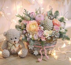Winter Floral Arrangements, Christmas Flower Arrangements, Beautiful Flower Arrangements, Christmas Centerpieces, Floral Centerpieces, Christmas Decorations, Christmas Wood, Christmas Holidays, Sola Flowers