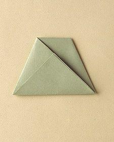 折り紙で作るシンプルでオシャレな席札&メニュースタンド Sheet Pan, Origami, Invitations, Display, Envelope, Menu, Sport, Crafts, Wedding