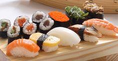 Já experimentou fazer sushi em casa? Experimente as nossas receitas e diga-nos como correu.