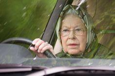 <P> rooli taga: Queen Elizabeth (91) oli istus maantee reis, ja ta isegi tõi auto.  </ P>