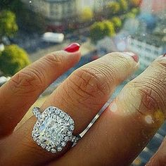 #hand  #manicure #ring #street  #window