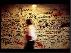 © Genín Andrada | Genín Andrada es un fotógrafo extremeño (nacido en Cáceres el 16 de junio de 1963, vive en Madrid) de dilatada carrera profesional cuyo trabajo abarca el ensayo fotográfico, el retrato y la fotografía documental. Su obra se caracteriza por un juego de luces, color y volumen inspirados por el Barroco español.