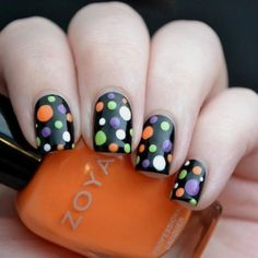 Halloween is just around the corner and if dressing up in ghoulish costumes isn't your thing, try something a little less in your face and more on your fingers. Fancy Nails, Love Nails, Diy Nails, How To Do Nails, Pretty Nails, Halloween Nail Designs, Halloween Nail Art, Cute Halloween Nails, Holiday Nail Art