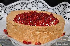 Tort cu coacaze rosii si crema de iaurt