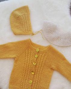 """Oppskriften på jakken finnes i """"Strikk meir til nøstebarn"""". Oppskriften til den lille kragen er fra """"Strikk til nøstebarn"""" og på enkeltark.   Nøstebarn Pullover, Sweaters, Baby, Fashion, Moda, Fashion Styles, Sweater, Baby Humor, Fashion Illustrations"""