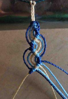 Tutorial Peruvian Wave - Simplified version friendship bracelets by antoinette. Diy Hemp Bracelets, Hemp Jewelry, Macrame Jewelry, Macrame Bracelets, Jewelry Crafts, Loom Bracelets, Summer Bracelets, Jewellery, Braclets Diy