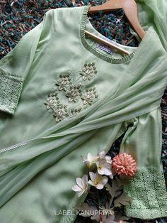 Neckline Designs, Dress Neck Designs, Designs For Dresses, Blouse Designs, Kurti Embroidery Design, Embroidery Suits, Embroidery Fashion, Churidar Designs, Kurta Designs Women