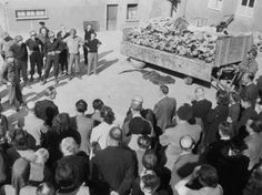 U.S. Army soldiers show the German civilians of Weimar the corpses found in Buchenwald concentration camp.