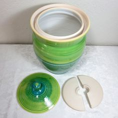 Falcon Hill Pottery: Making Sauerkraut with a Fermentation Crock Fermenting Jars, Fermentation Crock, Ceramic Techniques, Pottery Techniques, Ceramic Jars, Ceramic Tableware, Pottery Pots, Ceramic Pottery, Making Sauerkraut