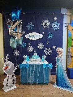 Decoraçao de aniversario Frozen Birthday Shirt, Frozen Themed Birthday Party, Disney Frozen Birthday, Frozen Party Decorations, Birthday Party Decorations, Festa Frozen Fever, Frozen Christmas, Frozen Photo Booth, Frozen Birthday Decorations