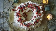 If you're looking for something different for an Easter dessert, this stunning pavlova from Mary Berry should do the trick: lemon curd pavlova topped with mini-mounds of meringue and chocolate eggs. Cute Christmas Desserts, Christmas Cheesecake, Great Desserts, Christmas Baking, Dessert Recipes, Christmas Recipes, Holiday Recipes, Trifle Desserts, Christmas Cupcakes