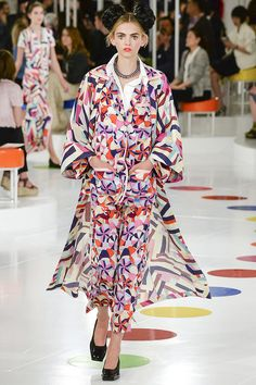 Karl Lagerfeld shows Chanel Cruise in South Korea Chanel 2015, Chanel Cruise 2016, Coco Chanel, Chanel Paris, Chanel Resort, Emilio Pucci, Chanel Fashion, Runway Fashion, Karl Lagerfeld