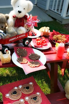 cutest little things: Teddy Bear Picnic... love the toadstools!