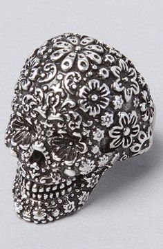 this will be my next skull ring.. I collect them :)