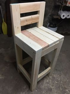 Ideas Wood Patio Chairs Diy Bar Stools For 2019 Pallet Bar Stools, Diy Bar Stools, Bar Stools With Backs, Outdoor Bar Stools, Diy Stool, Wooden Bar Stools, Diy Chair, Bar Chairs, Patio Chairs