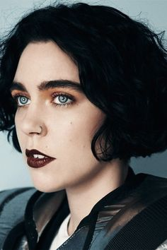 Beatrice Eli, shee's soooo gud! But not so good live. ;-( like most artists  Makeup?