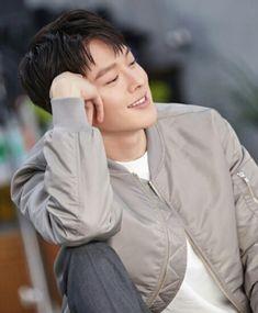 Jang Ki Young That color bomber jacket Park Hae Jin, Park Seo Joon, Asian Celebrities, Asian Actors, Celebs, Drama Korea, Korean Drama, In The Air Tonight, Song Joong