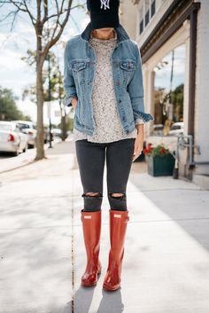 Hunter Boots + Why I Shaved My Face | fall style | denim jacket | mom style | casual outfit idea | fall outfit inspiration | fall fashion | beauty hack | skin care | mom life | my kind of sweet Oufits Casual, Casual Fall Outfits, Fall Winter Outfits, Spring Outfits, Winter Fashion, Cute Outfits, Casual Boots, Spring Fashion, Red Hunter Boots