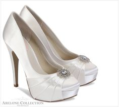 Caramel Pink Paradox dyeable ivory satin wedding shoes with platform, closed toe and ruched pleat detail to front with cute brooch to front. Wide Fit Wedding Shoes, Wedding Shoes Online, Satin Wedding Shoes, Designer Wedding Shoes, Bridal Shoes, Zapatos Bling Bling, Bling Shoes, Shoes Heels, Best Bridal Prices
