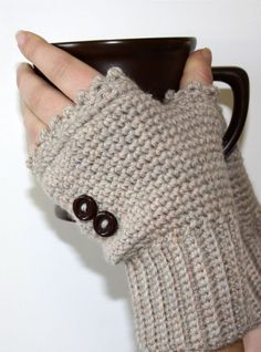 Crochet - Accessory Patterns - Hat, Gloves & Scarf Patterns - Ladies Fingerless Mitts MUST make these! Crochet Wrist Warmers, Crochet Gloves, Crochet Scarves, Arm Warmers, Cute Crochet, Crochet Crafts, Yarn Crafts, Knit Crochet, Yarn Projects