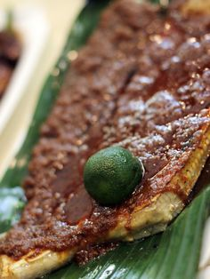 sambal sting ray at newton circus hawker center, singapore. makan makan!
