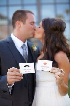 Lips and stache table place name cards