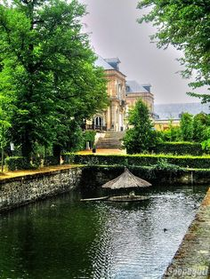 """Awe inspiring ~ I am obsessed with having some form of body of water in my dream home's grounds. """"Palacio de la Granja de San Ildefonso (Segovia) #CastillayLeon #Spain"""""""