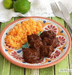 Carne en salsa de chile pasilla, un platillo casero y tradicional que tienes que probar