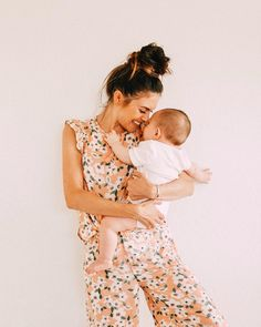 Get in the photo! On the days when you're not wearing makeup, when you are in your pajamas, haven't showered or you're just feeling blah. Mom And Baby, Mommy And Me, Baby Kids, Mama Baby, Baby Shooting, Foto Baby, Baby Family, Family Kids, Family Goals