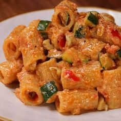 "This is ""Rigatoni al pesto di pomodori secchi, zucchine croccanti e noci"" by Al.ta Cucina on Vimeo, the home for high quality videos and the people who… Easy Casserole Recipes, Pasta Recipes, Cooking Recipes, Cucumber Recipes, Salmon Recipes, Healthy Dinner Recipes, Vegetarian Recipes, Comida Diy, Pasta Dishes"