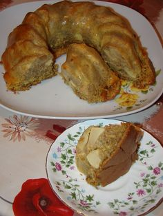 Cristina's world: Chec dukan cu mere si scortisoara Romanian Food, Yummy Food, Tasty, Dukan Diet, Bagel, I Foods, Sweet Recipes, Recipies, Pork