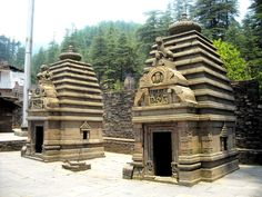 Jageshwar temples were created during the reign of the Katyuri kings in Kumaon around 1000 years back. The sculptures are so vivid, one may take them to speak any moment.  Jageshwar is home to the Nageshwar Jyotirlinga, believed by some to be the first among the 12 Jyotirlingas.