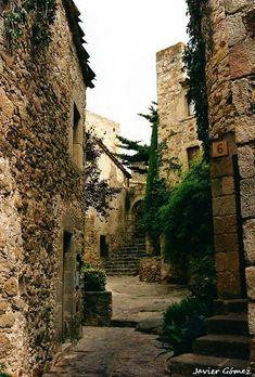 Pals y sus callejuelas de piedra antigua. Visita #Girona.
