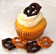 Bier-Brezn-Cupcakes  Zum Rezept: http://liebeundkochen.wordpress.com/2014/09/28/zur-wiesn-gibts-bier-und-brezn/