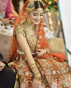 Sajal Aly Latest Pictures from her drama shooting. Sajal Aly reknown actress in pakistan entertainment drama industry. Pakistani Wedding Outfits, Pakistani Bridal Dresses, Pakistani Dress Design, Bridal Lehenga, Pakistani Mehndi, Bridal Mehndi, Bridal Outfits, Best Bride, Perfect Bride