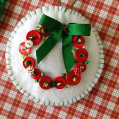 Christmas felt ornaments - (set of 2) very unique design with buttons and beads decor with a lovely bow creating a wreath. Lovely Handmade . The size of these beautiful ornaments is 4 diameter . Great for Christmas decoration , wreath , gift wrap , candy shops , garland , photo props ,Christmas tree decoration .... Enjoy this season .... Have fun doing your amazing decor this season.... Happy Holidays!!!!!
