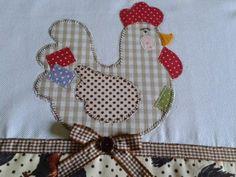 33 Modelos de Pano de Prato no Tema Galinha em PatchWork Farm Quilt Patterns, Applique Patterns, Applique Designs, Applique Towels, Applique Quilts, Patch Quilt, Quilting Projects, Sewing Projects, Chicken Quilt