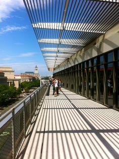 Newseum, Washington DC / vtravelled blog / Newseum's Hank Greenspun Terrace overlooking the National Mall © Maxine Sheppard