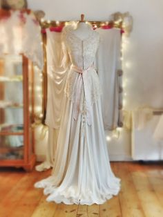 Joanne Fleming Design: 'Lily-Elsie', an art-nouveau beauty. Elegant Bride, Beautiful Bride, Beautiful Dresses, Lilie Elsie, Bridal Gowns, Wedding Gowns, Lace Wedding, Art Nouveau, Vintage Dresses