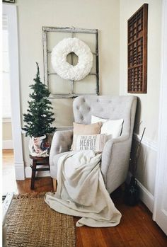 Cozy Rustic Christmas Dining Room – Christmas centerpiece, DIY wreaths, candles, texture, & more. A must pin for Christmas dining room inspiration! Source by lizmariegalvan Cozy Rustic Ch… Decor Inspiration, Dining Room Inspiration, Decor Ideas, Rustic Christmas, Christmas Home, Christmas Living Room Decor, Living Room Corner Decor, Dining Room Corner, Christmas Trends