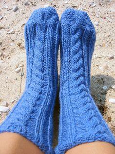 Mimi's Bed Socks-a PDF sock knitting pattern Knitting Designs, Knitting Patterns Free, Free Knitting, Knitting Projects, Knitting Ideas, Loom Knitting, Knitting Socks, Knit Socks, Lion Brand Wool Ease
