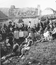 A populous Irish village, Gweedore, County Donegal. Source: Lawrence Collection, National Library of Ireland.