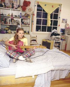 bedroom The Lives of Teenagers.As Seen in their Bedroom Decor Teenage Bedroom Teenage Girl Bedroom Designs, Teenage Girl Bedrooms, Teenage Room, Girls Bedroom, Bedroom Decor, Boy Bedrooms, Girl Room, Kirsten Dunst, Hollywood Glamour