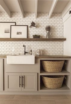 Color of cabinets for pantry