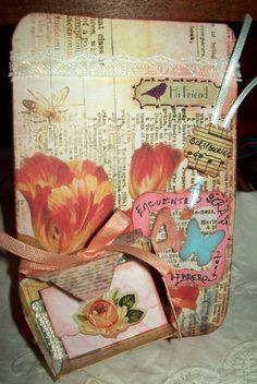 Tag realizada con papel autoadhesivo,cajita y elementos de decoración