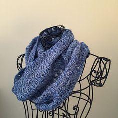 #вязание #вяжу #cowl #knitting #warm #cozy #gift пока здесь, появится интернет- поставлю на рав со всеми подробностями, паттерн классный, узор не успевает надоесть    Flickr - Photo Sharing!