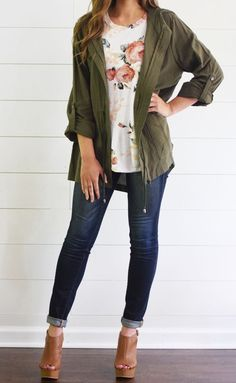 Army green light weight cargo jacket with pockets, zipper, amp; The back of the jacket has a fashionable slit. fits loose for a casual everyday look. Paired with our floral tee. Basic Fashion, Modest Fashion, Look Fashion, Cheap Fashion, Street Fashion, Petite Fashion, Affordable Fashion, Fashion Styles, High Fashion
