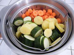 2 courgettes 2 pommes de terre 2 carottes (on peut varier selon les goûts) Mettre 70 cl d'eau dans le companion sans couteau pour cuire à la vapeur. Mettre tous les légumes coupés en rondelles Lancer le programme vapeur. Vider le bol Mettre le couteau...