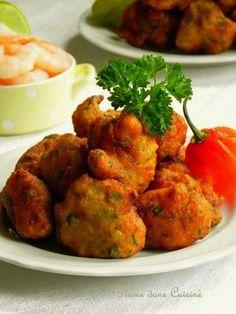 Spice my life... Les acras (ou accras), également appelés marinades aux Antilles, sont des beignets antillais épicés qui se dégustent en entrée ou à l'apér